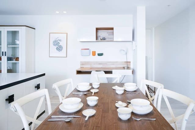 A larger dining table contains up to 4 people generously
