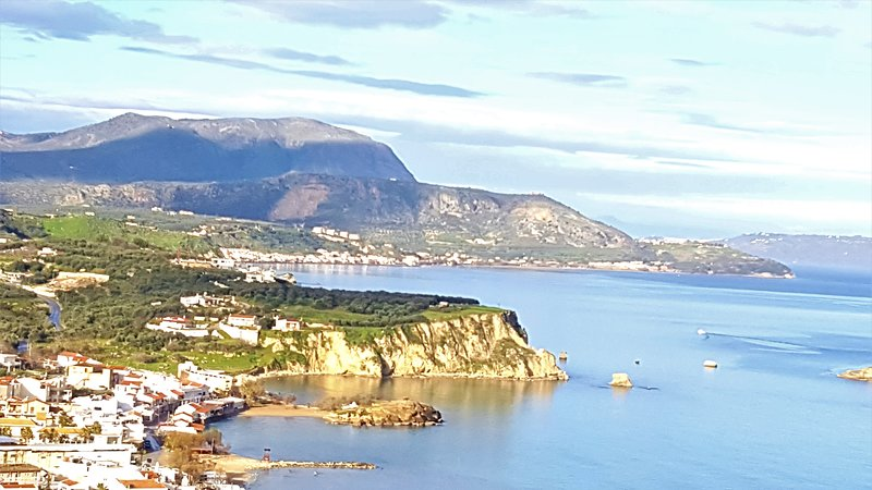 Sea Side Villa- Sit Back and Relax, location de vacances à Plaka