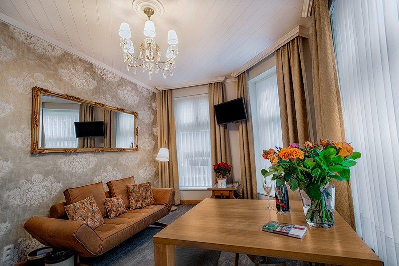 B&B Bariseele Romantic Suite de Luxe **** (35m2, airco, parking, breakfast), holiday rental in Sint Andries