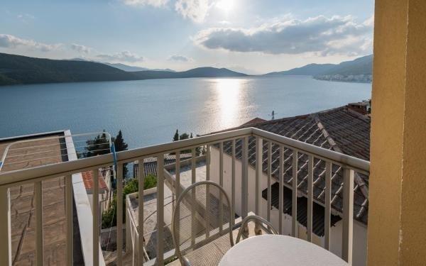 Ankica i Anamarija Apartments - Studio Apartment with Sea View (4), vacation rental in Neum