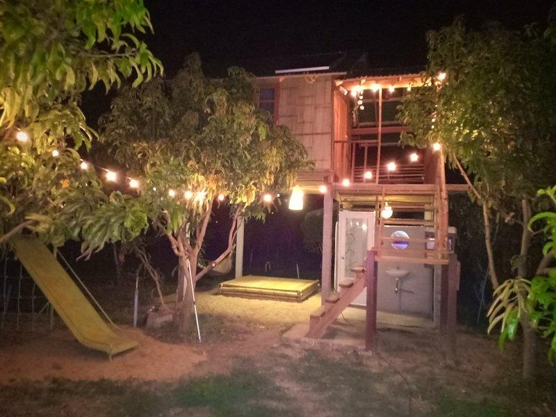 House on Stilts in Organic Garden, Ferienwohnung in Mae Win