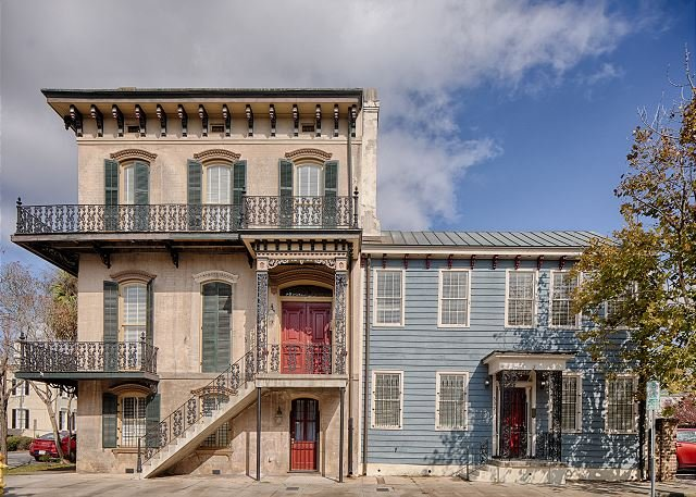 Grand Downtown Estate on Broughton for 20 Guests w/ Parking by Lucky Savannah, holiday rental in Savannah