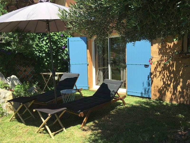 GOLFE SAINT-TROPEZ - VUE MER - 51 m2 - 4 PERS. - CALME - STANDING - TT CONFORT, holiday rental in Port Cogolin