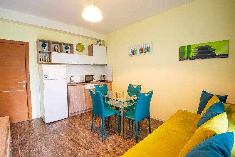 1 bedroom apartment on ground floor with pool view, vacation rental in Ahtopol