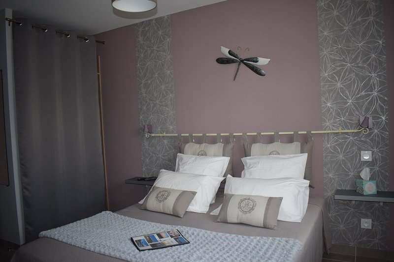 LA SARLAMANDRE - HARMONIE (4 personnes maxi) -  Chambres et Table d'Hôtes, vacation rental in Marcillac-Saint-Quentin