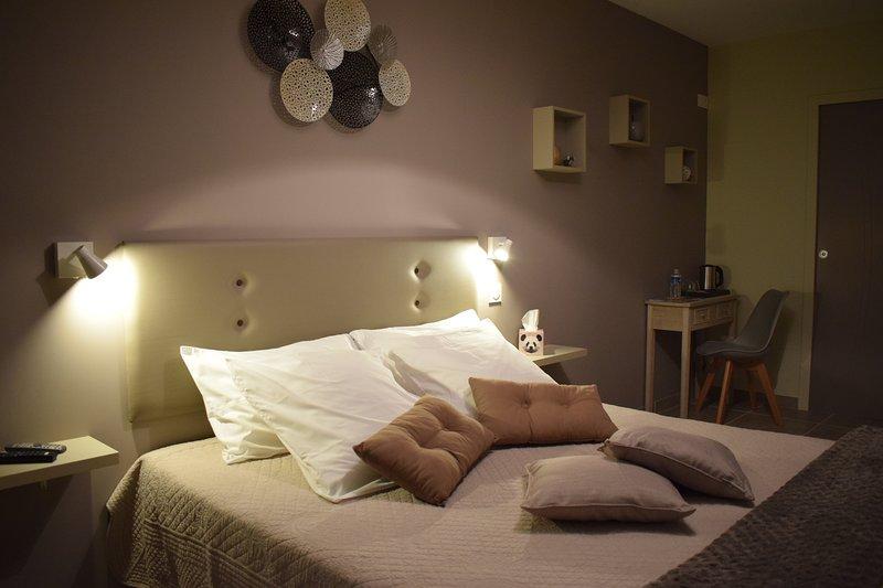 LA SARLAMANDRE - BRUME D'ETE - PMR -  Chambres et Table d'Hôtes, vacation rental in Marcillac-Saint-Quentin