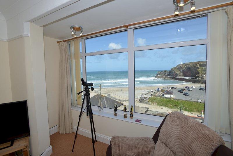 Sea Spray with Magnificent Sea Views - 50 yards from Portreath Beach, alquiler vacacional en Portreath