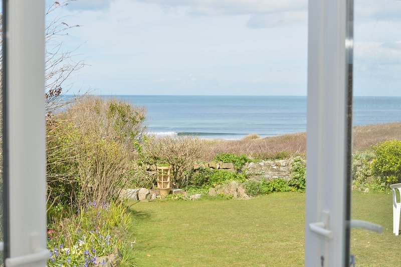 Bayfield - Large Family Holiday Home with Stunning Views of St Ives Bay, holiday rental in Gwithian