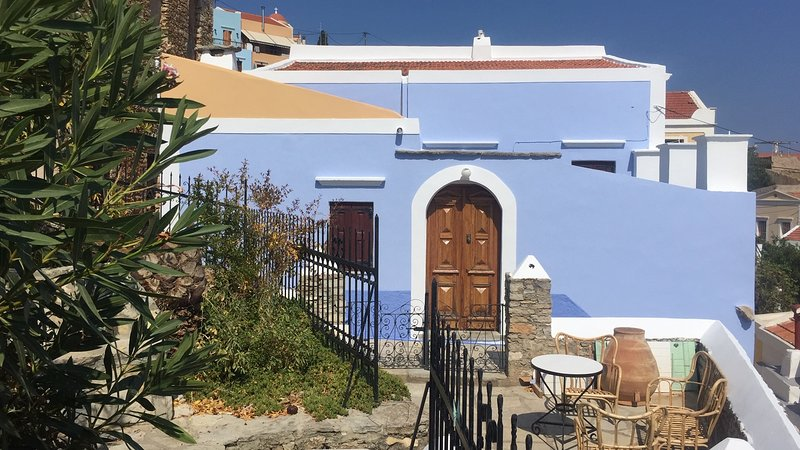 lovely traditional village house with amazing views, holiday rental in Ano Symi