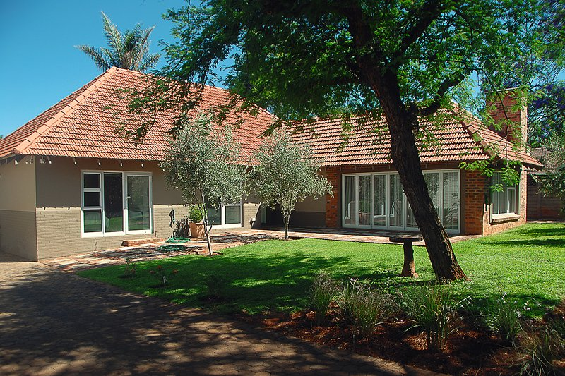 Private, Modern and Safe Family House, alquiler de vacaciones en Randburg
