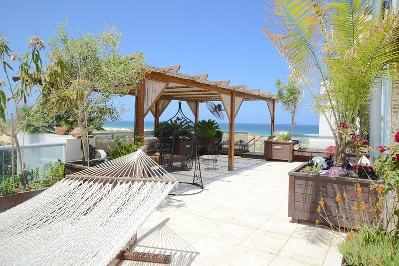 Luxury Beach Suite – semesterbostad i Zuqim