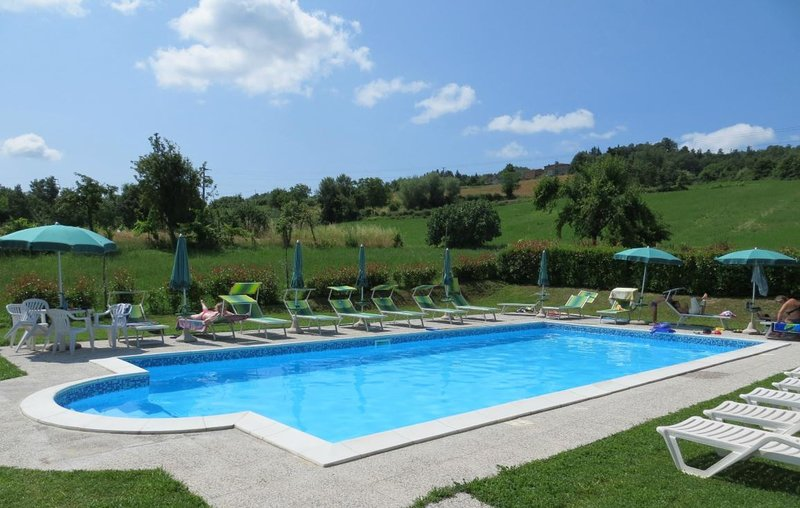 Beautiful house with shared pool, casa vacanza a Caprese Michelangelo