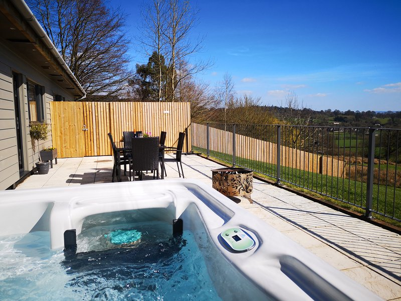 Beech View. Nibbs farm cottages with private covered hot tub. Stunning views, vakantiewoning in Bampton