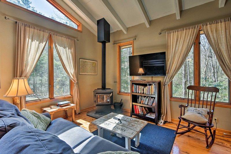 Cozy & Secluded Cabin - 15 Miles from Ellijay, location de vacances à Cherrylog