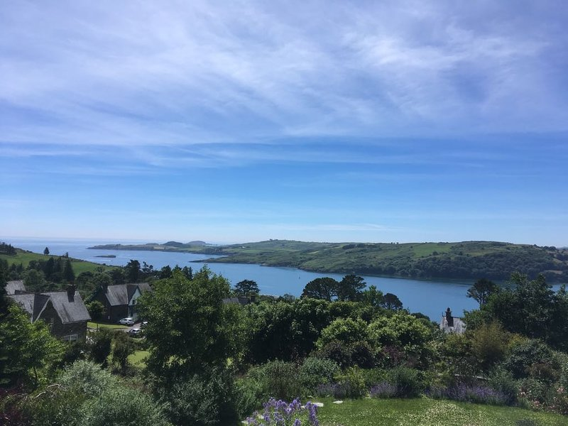 Wild Atlantic view, 5000 sq ft in stunning West Cork, vacation rental in Glandore