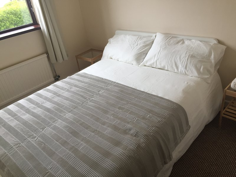 Private rooms in a friendly family home, vacation rental in Bray