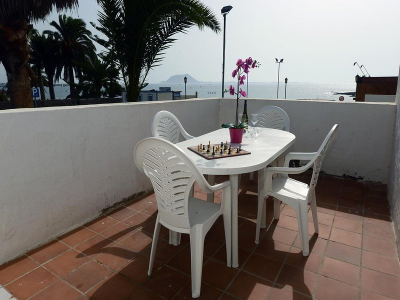 Lovely Canary House on the Beach of Corralejo with your pet, alquiler de vacaciones en La Oliva
