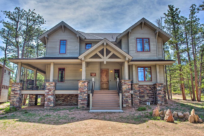 Lakefront House w/ Grill in Fox Acres Mtn Resort!, aluguéis de temporada em Red Feather Lakes