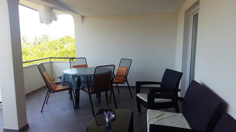 Karin Apartment Sleeps 6 with Air Con - 5778319, holiday rental in Gornji Karin