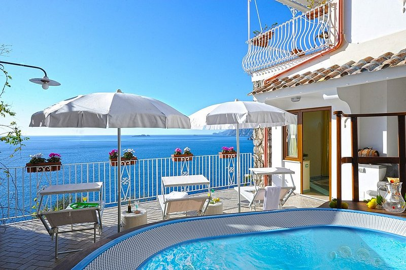 Bomerano Villa Sleeps 4 with Pool Air Con and WiFi - 5229016, holiday rental in Nocelle