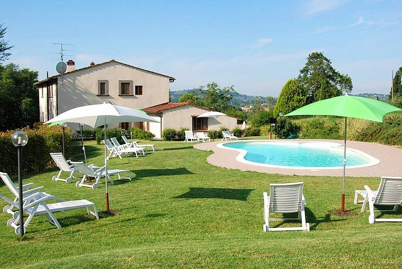 Borgunto Villa Sleeps 4 with Pool Air Con and WiFi - 5228583, vacation rental in Molezzano