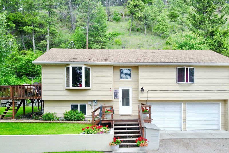 Quiet Kalispell Home on 3 Acres - 36 Mi to Glacier, holiday rental in Somers