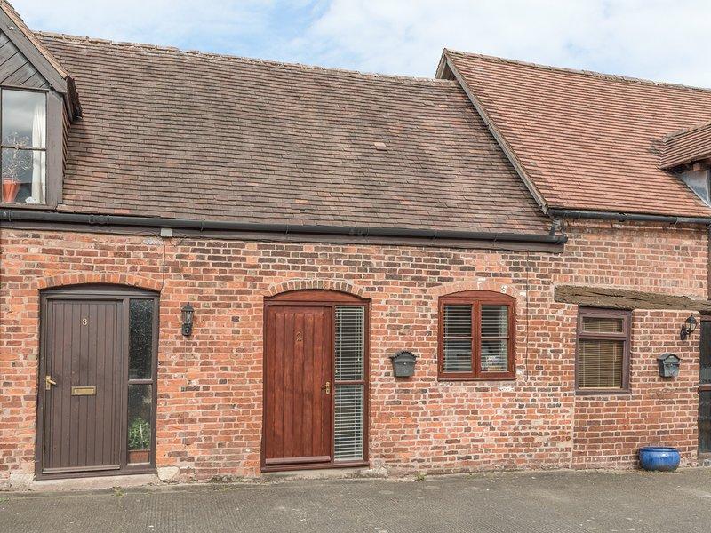 2 BANK FARM MEWS, mid-terrace, open plan, enclosed garden, WiFi, Ref 923859, location de vacances à Upton Magna