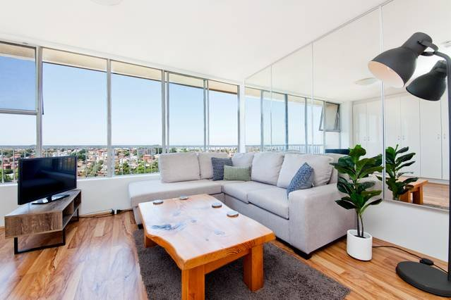 Randwick 1 Bed With Beautiful Views RW69, holiday rental in Maroubra