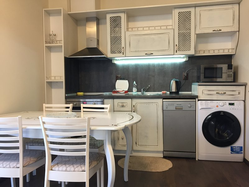 Gorgeous 1 bedroom apartment on ground floor with private garden, vacation rental in Ahtopol