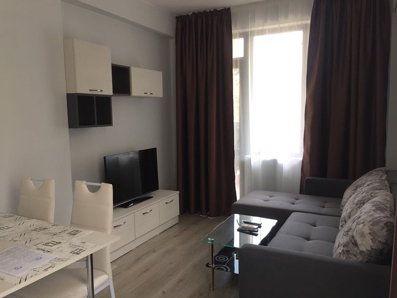 1 bedroom apartments with 2 balconies for 6 people, vacation rental in Ahtopol