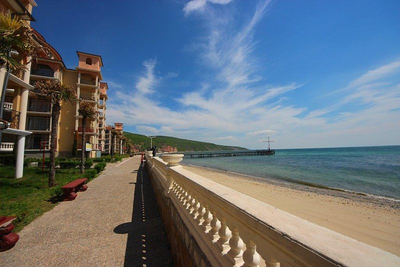 Atrium B205 - Family 1 bedroom apartment for 5 people with Sea View, alquiler vacacional en Elenite