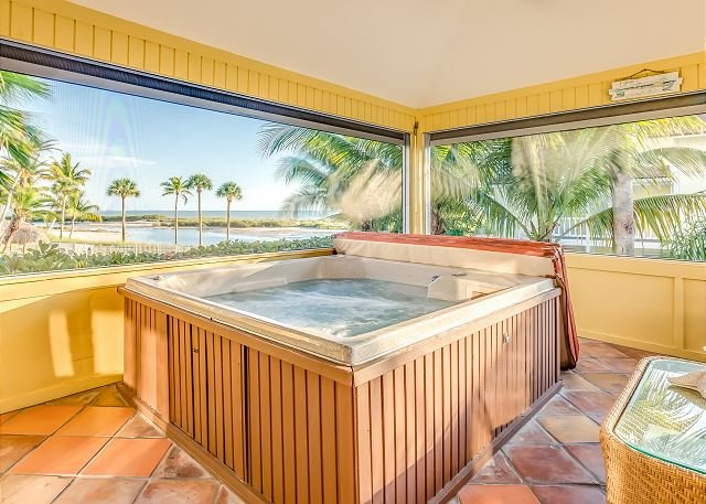 Stunning Escape w/ Hot Tub, Private Pool, Lanai & Gulf View - Walk to Beach, vacation rental in Fort Myers Beach