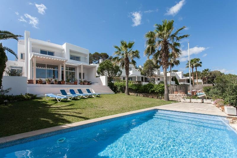The beautiful Villa Sa Madonna with the infinity pool, garden & terraces.
