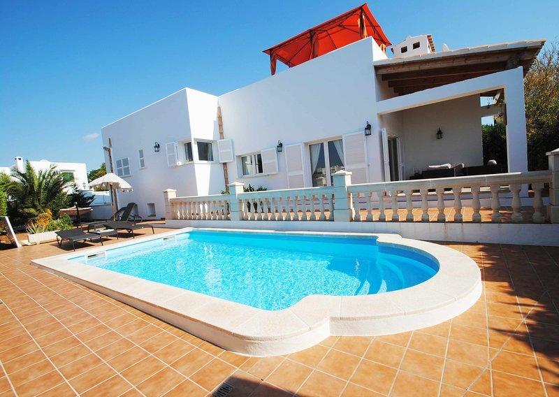 3 Beds, 2 Baths Villa Luca in Cala d´Or with private pool 2 minutes centre town., alquiler de vacaciones en Cala d'Or
