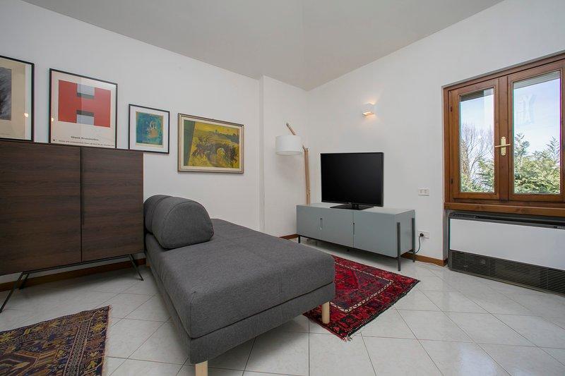 Vardagsrummet med flatscreen tv
