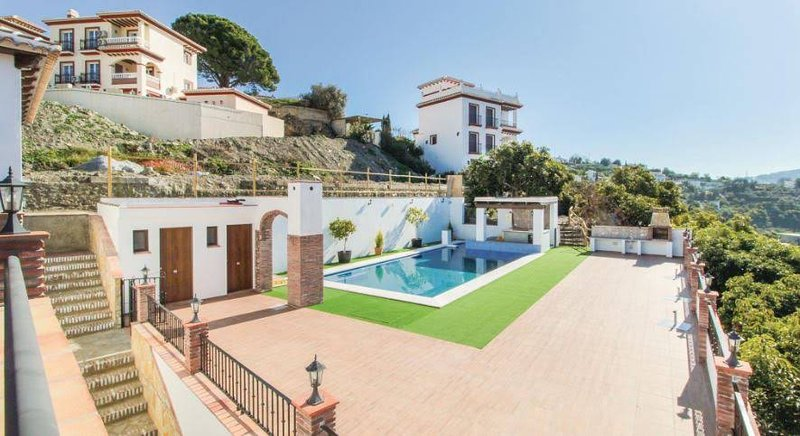 Amazing house with shared pool, holiday rental in Archez