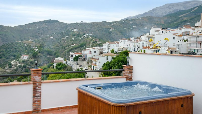 Amazing villa with shared pool, holiday rental in Archez