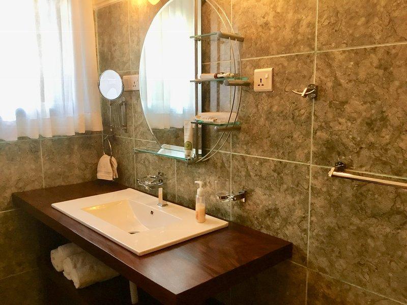 Cuarto de baño en planta baja con baño.