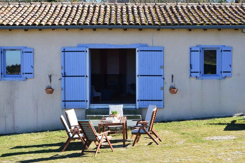 Gîte En Dardé 6 - Schitterend Château uit 1800 op 90 hectare bos en grasland, holiday rental in Lacombe