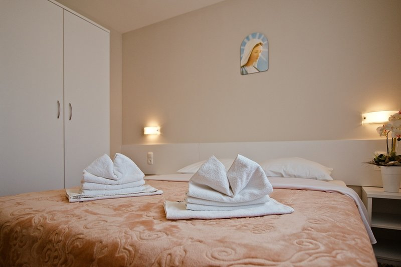 Guest House Ero - Delux Double Room, holiday rental in Medugorje