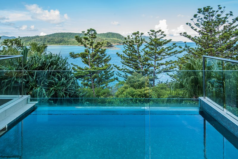 NEW Northcape 1 Ocean Front 4 Bedroom 4 Bathroom Pool Golf Buggy 2 Kitchens, vacation rental in Hamilton Island