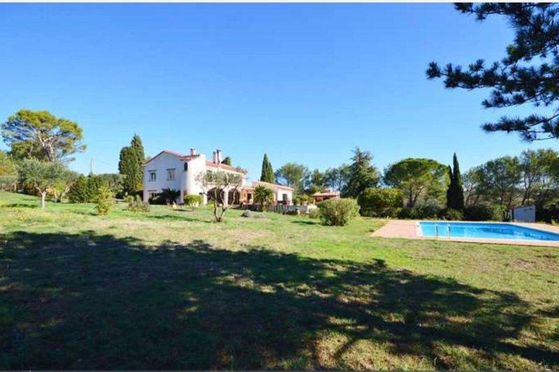Villa a 10 minutes du centre ville de Nimes, location de vacances à Saint-Gervasy
