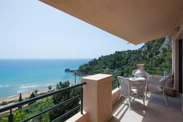2BR Suite | Glyfada Beach Sea View Apartments, casa vacanza a Kokkini