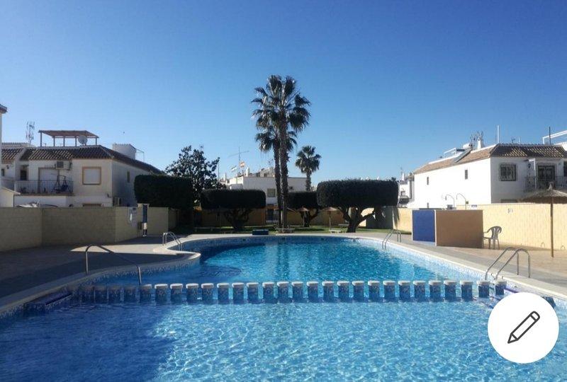 apartamento acogedor en Torrevieja, vacation rental in Torrevieja