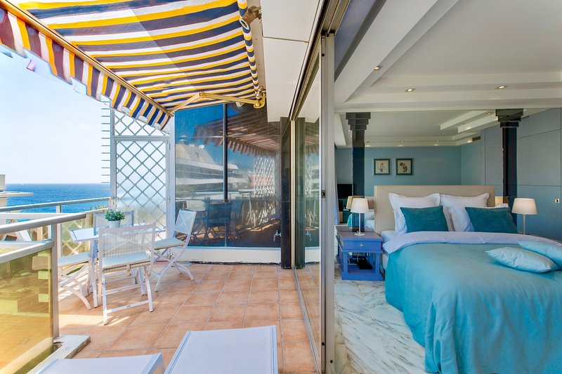 Room with terrace and sea view