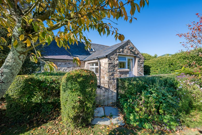 The Cottage (THECLL), holiday rental in Cylch-Y-Garn