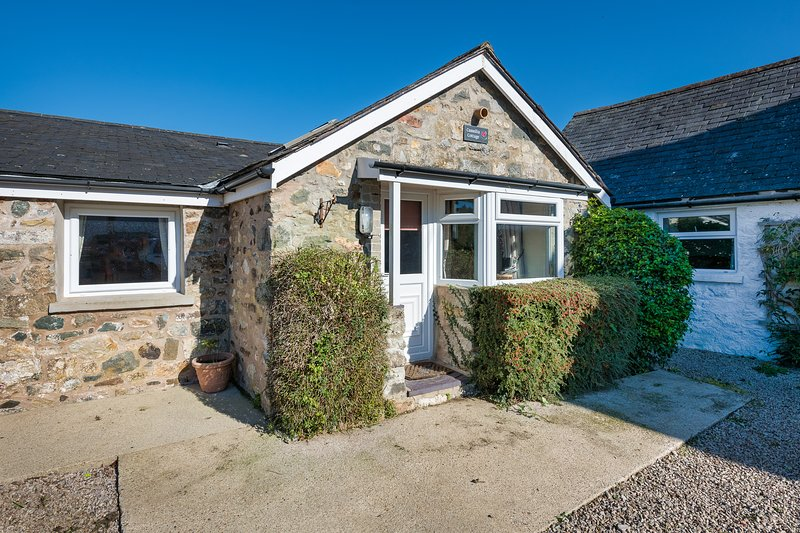 Camellia Cottage (CAMELL), holiday rental in Cylch-Y-Garn