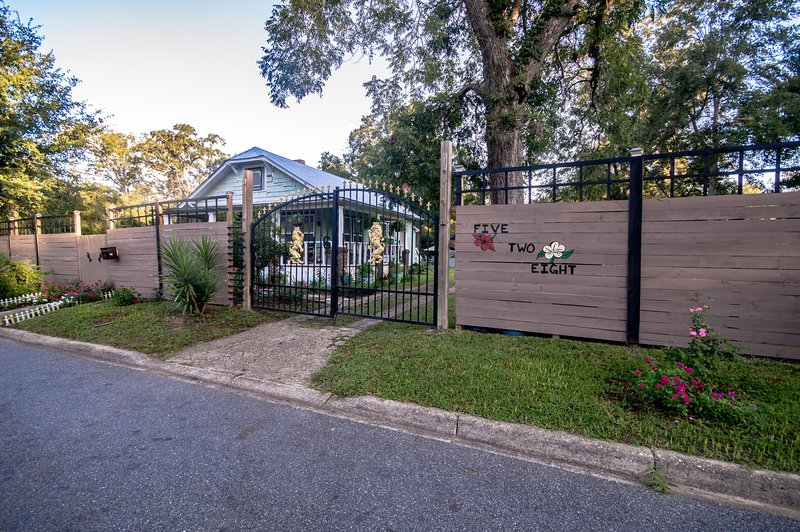 Sloane's Garden Home, holiday rental in Tallahassee