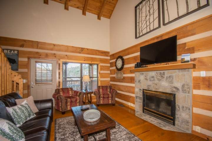 Sweet Serenity ~ 3.8 mi to Gatlinburg, HotTub, WiFi, Arcade, K Beds *FREE FUN Se, vacation rental in Gatlinburg