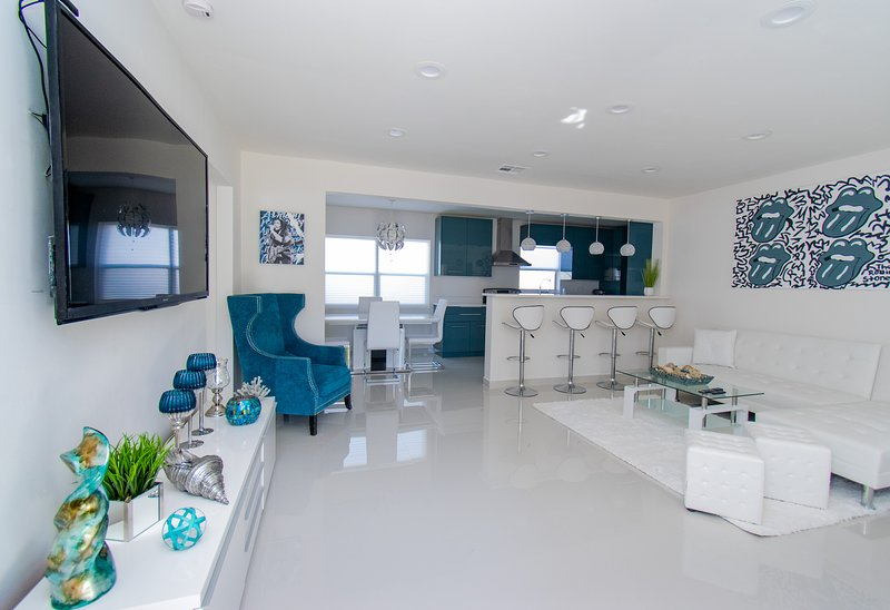 Luxury Family Vacation Home Close to Beach/Casino, holiday rental in West Hollywood